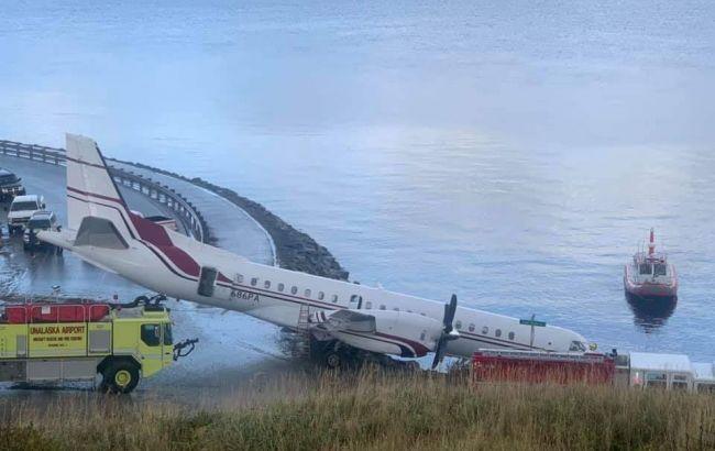На Аляске аварийно сел самолет со школьниками, есть погибший и пострадавшие