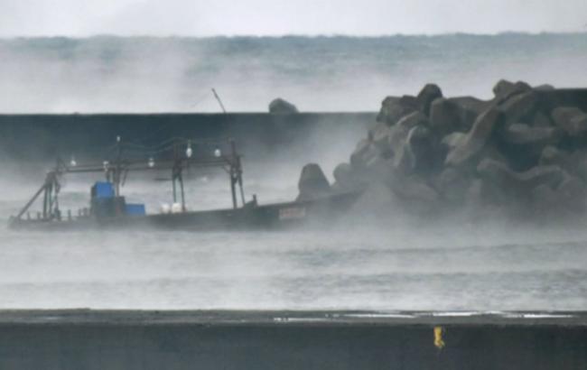 Фото: лодку прибило к берегам Японии (twitter.com/NewsAlertHQ)