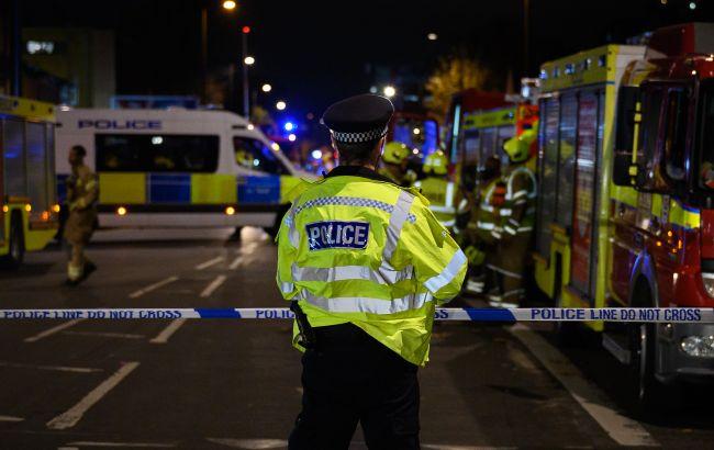 В Лондоне мужчина с ножом напал на людей, среди пострадавших есть полицейские