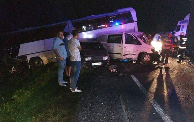 У Львівській області в ДТП з автобусом постраждали 12 дітей