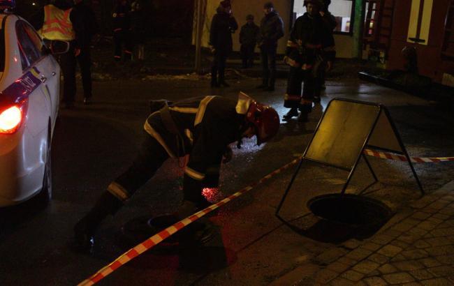 Фото: у Тернополі стався вибух у каналізації