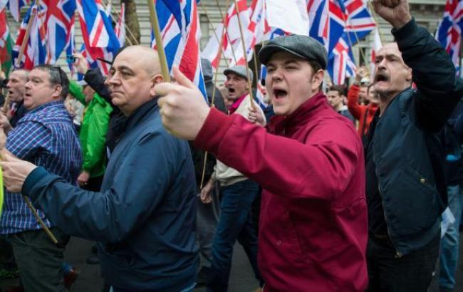 Встолице Англии задержаны 14 участников потасовки националистов иантифашистов