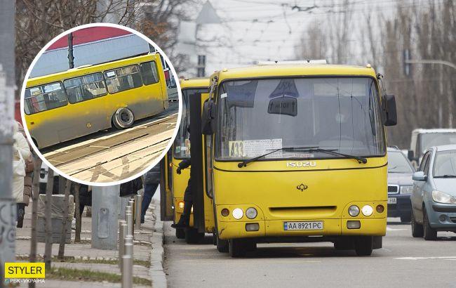 В центре Киева у маршрутки с пассажирами отлетело колесо