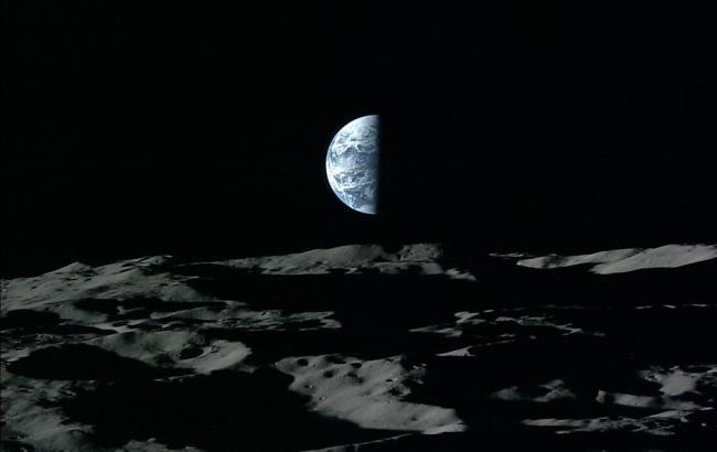 Фото: снимок Земли, сделанный с Луны (meduza.io)