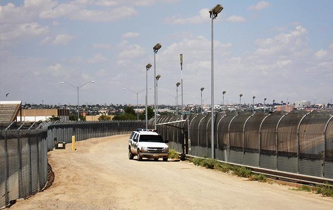 Американские пограничники применили газ против мигрантов из Мексики