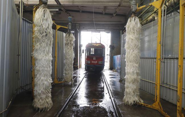 В Днепре для мытья трамваев начали использовать очищенную воду повторно