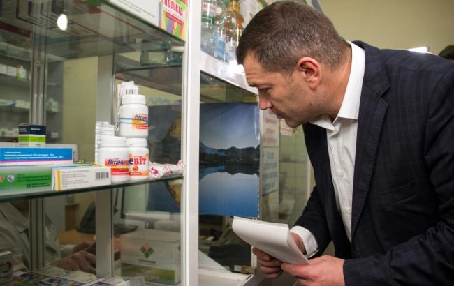 """Зампредседателя КГГА проверил наличие вакцин в аптеках КП """"Фармация"""" (фото - kievcity.gov.ua)"""
