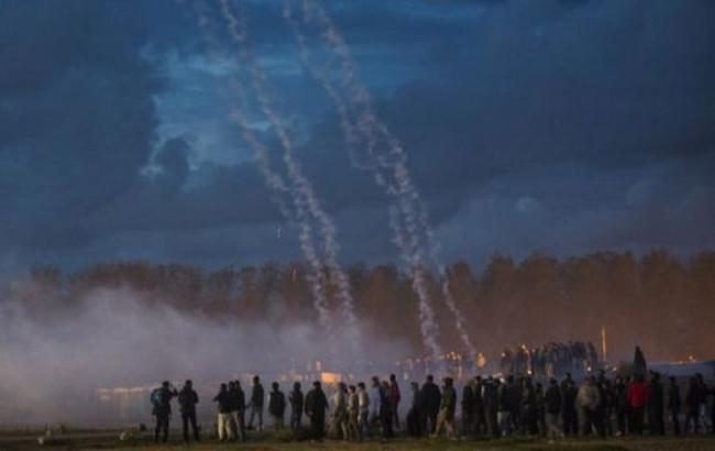 Фото: мигранты протестуют против сноса лагеря в Кале