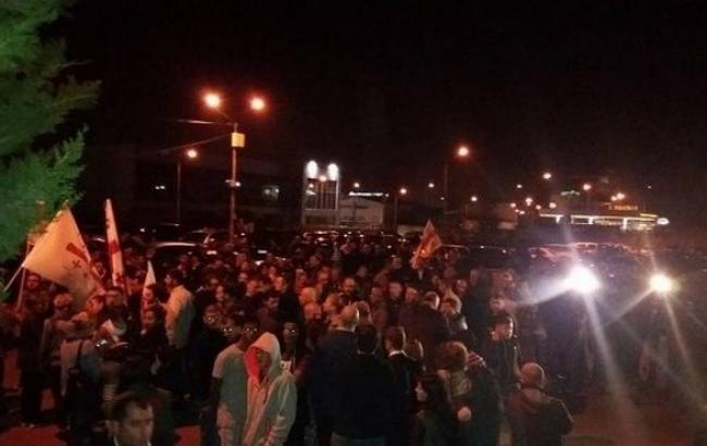Фото: у Грузії опозиційна партія зібрала мітинг біля Цвк
