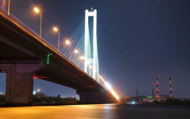 У Києві невідомий повідомив про мінування Південного мосту