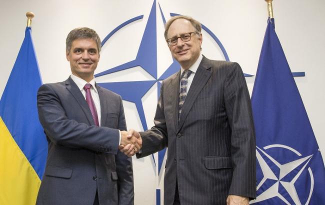 Фото: НАТО продолжит помогать Украине