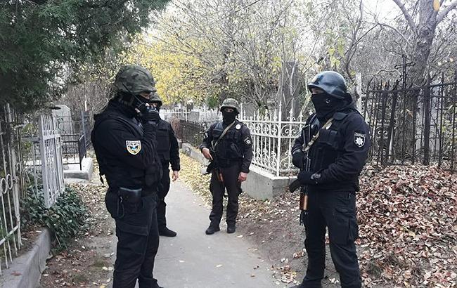 В Одеській обл. поліцейські застрелили підозрюваного у вбивстві вчителя на кладовищі