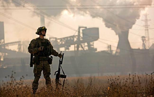 В зоне АТО за сутки ранен один украинский военный, - штаб