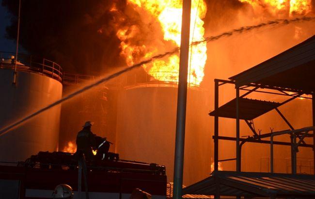 Фото: пожар на нефтебазе под Киевом