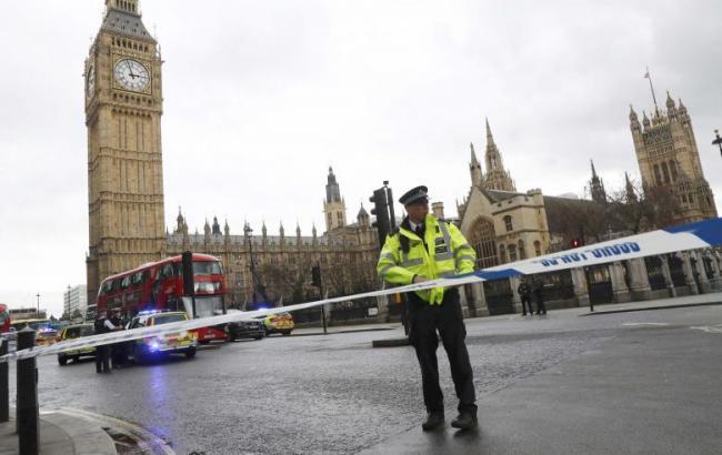 Фото: полиция на месте стрельбы возле парламента Британии