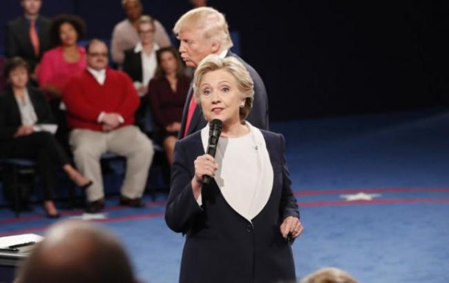 Фото: Клинтон опережает Трампа на 8 %