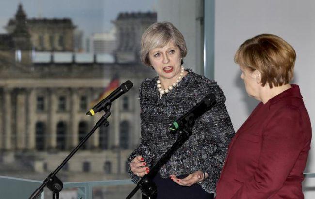 Фото: Тереза Мей на брифінгу з Ангелою Меркель