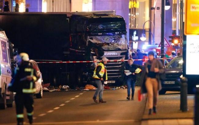 ВБерлине фургон въехал втолпу нарождественском рынке, необошлось без жертв