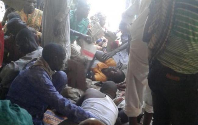 ВНигерии из-за неверного авиаудара полагерю беженцев погибли неменее 100 человек