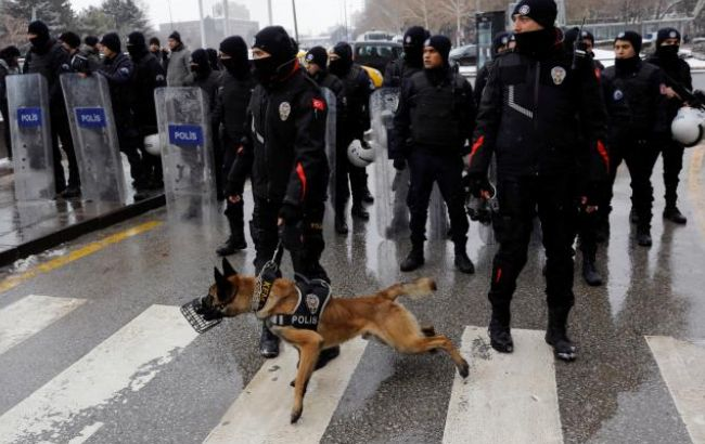 ВАнкаре милиция водометами ислезоточивым газом разогнала митинг против Эрдогана