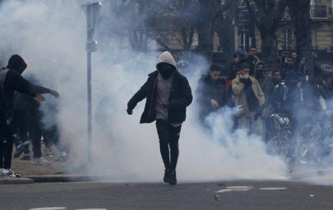 Встолице франции произошли столкновения между демонстрантами иполицией