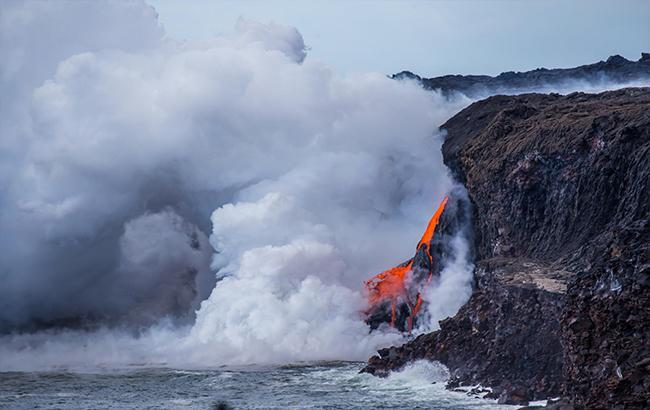 Фото: На Гавайях часть острова рухнула в океан (Hawaii Public Radio)