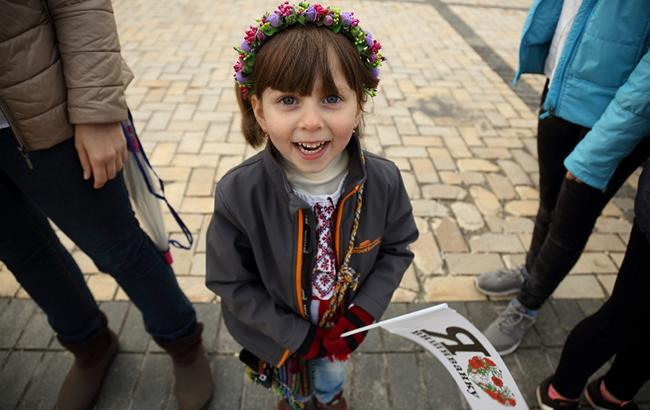 Фото: Дівчинка у вишиванці (РБК-Україна)