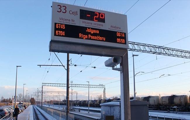 Фото: Табло на вокзале в Елгаве (Baltnews)