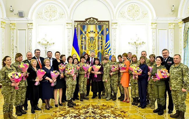 Порошенко привітав українок з святом