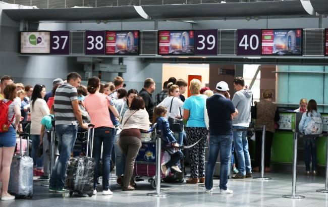 Украинцы более 12 часов не могут вылететь из Милана