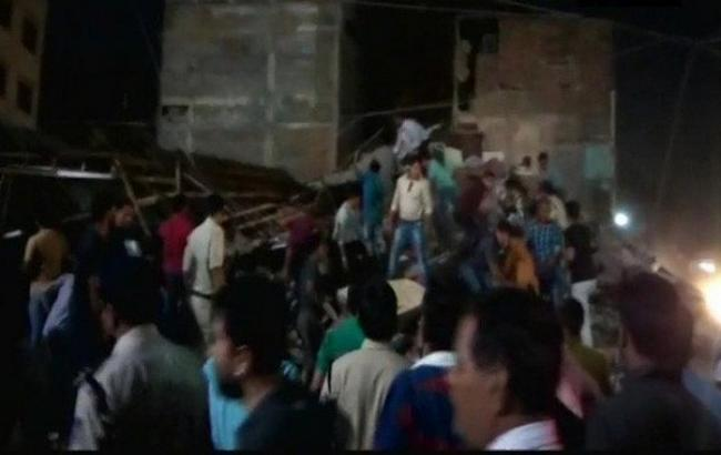 Девять человек погибли при обрушении гостиницы вИндии