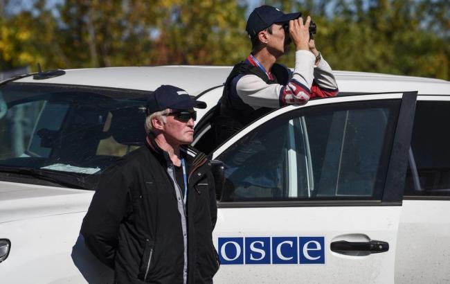 Фото: бойовики на Донбасі передають ОБСЄ сфальсифіковані дані