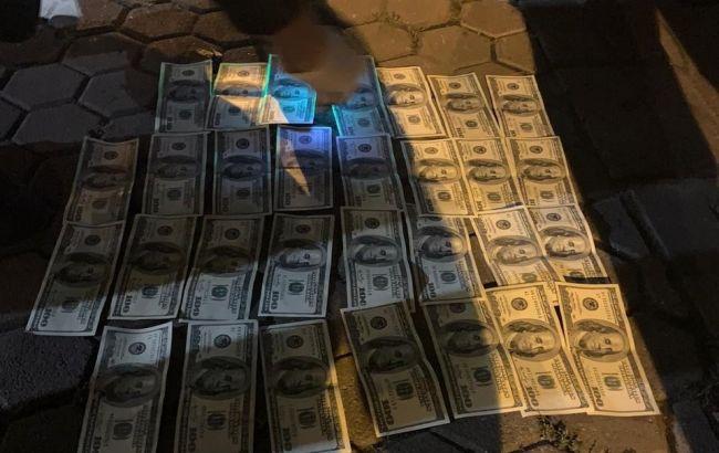 """Результат пошуку зображень за запитом """"В Одесі на хабарі в 5 тис. доларів ДБР затримало двох поліцейських"""""""
