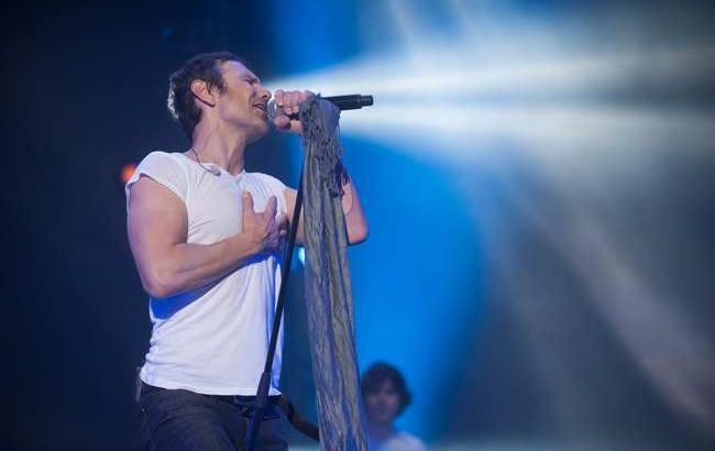 Вакарчук растрогал зрителей в Нью-Йорке песней о воинах АТО
