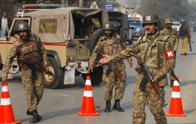 У Пакистані бойовики захопили готель