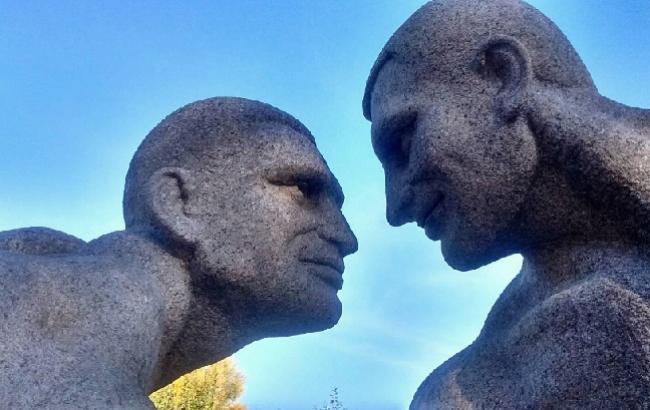 В чем мать родила: в Коростышеве установили пикантную скульптуру братьев Кличко