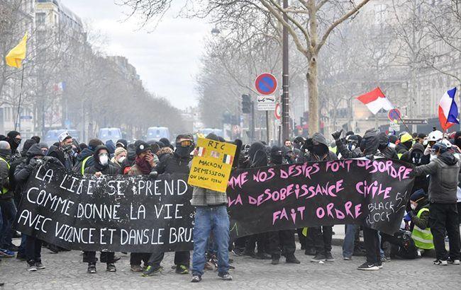 """У Парижі зросла кількість затриманих """"жовтих жилетів"""""""