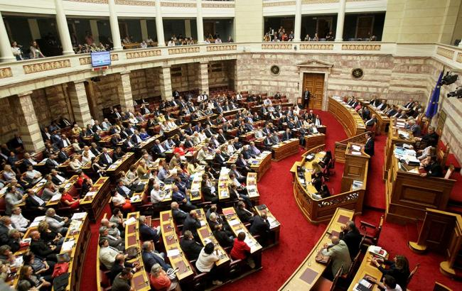 Парламент Греции одобрил закон обувеличении налогов
