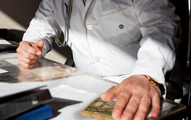 Українці готові платити лікарям, щоб отримати гарантії гарного обслуговування