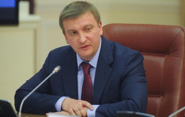 В минувшем 2016г  рейдерами было атаковано 500 учреждений ,— Петренко