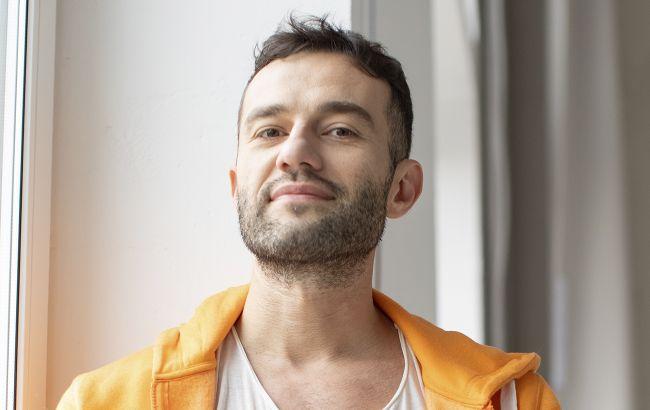 """Український співак перевтілився в маніяка у новому відео: """"параноїдальне кохання"""""""