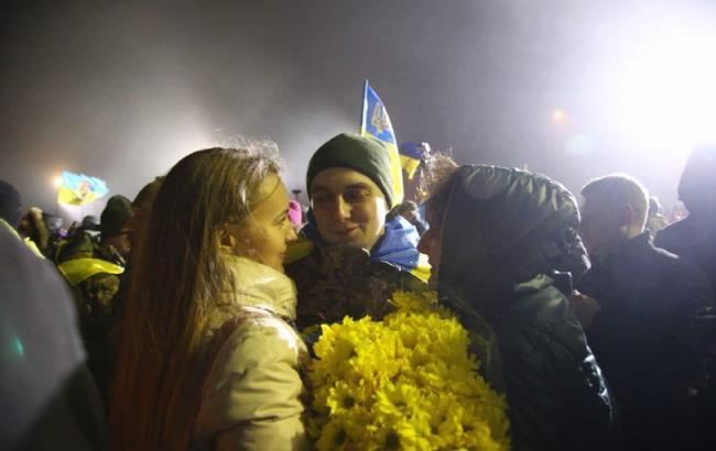 В Киеве встретили освобожденных на Донбассе заложников (фоторепортаж)