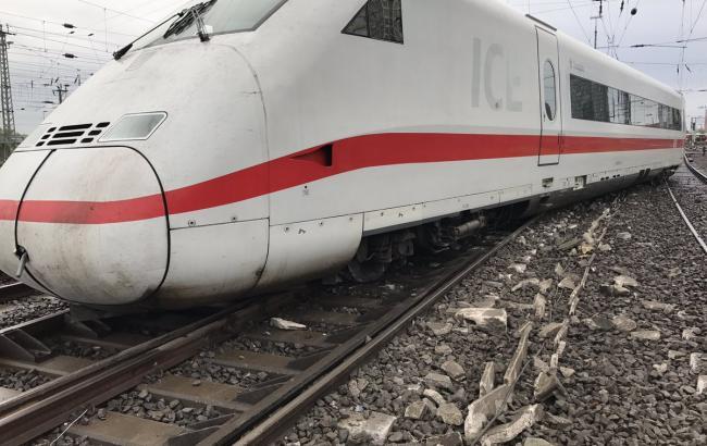 Фото: в Германии сошел с рельсов поезд