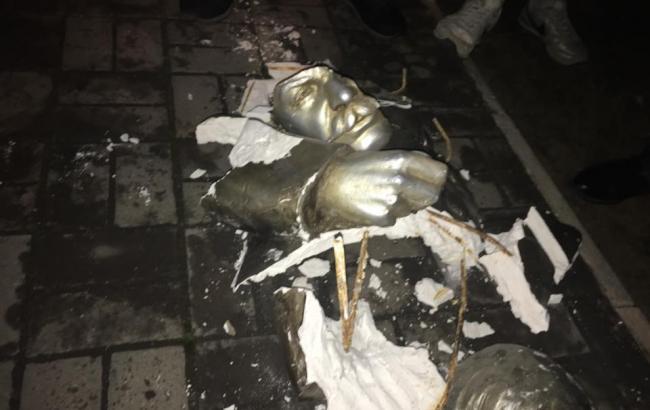 Фото: разбитый бюст Сталина (facebook.com)