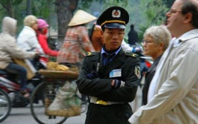 Фото: у В'єтнамі захопили в заручники поліцейських