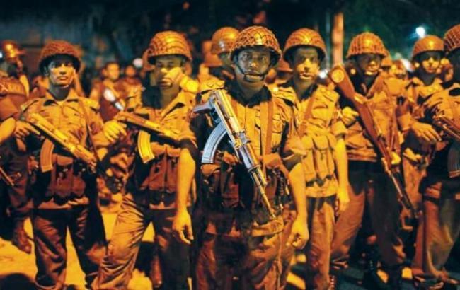 Фото: поліція Бангладеш пішла на штурм кафе з заручниками
