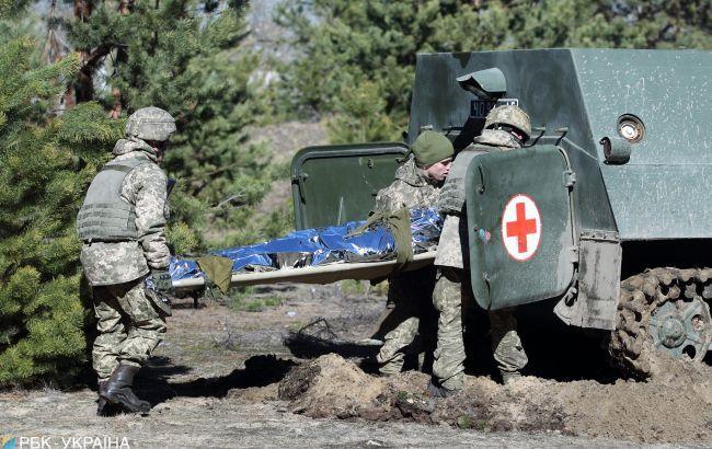 Один из раненых бойцов ООС находится в тяжелом состоянии