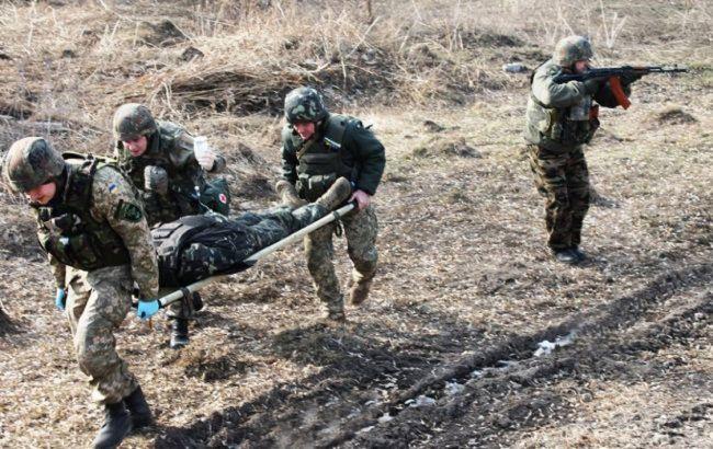 На Донбассе получил ранение военный ООС из-за обстрела боевиков