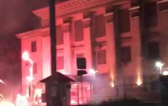 Фото: біля посольства РФ запускали салюти