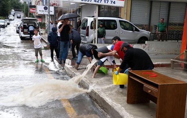 Мощное наводнение затопило столицу Турции, есть погибшие: жуткие кадры